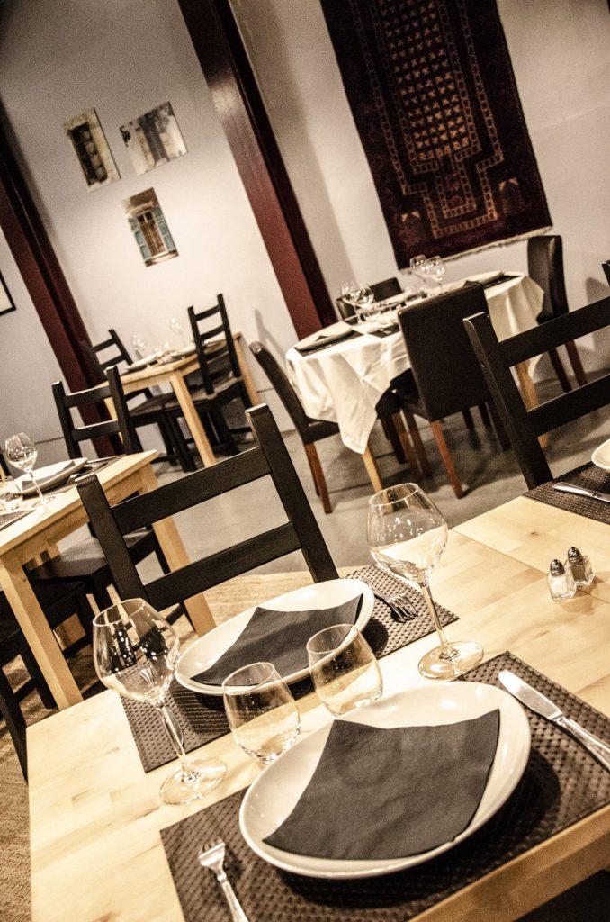 Vue de l'intérieur du restaurant les saveurs du Liban et de l'Orient des Andelys